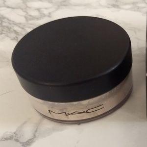 MAC Cosmetics Dancing Light Beauty Powder LE